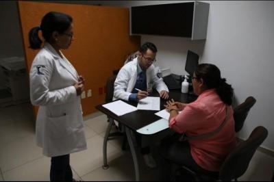Oncólogo advierte sobre síntomas que pueden indicar cáncer de ovario