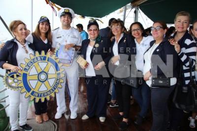 RECIBIMIENTO ESPECIAL: Rotario visitan el velero Gloria de Colombia