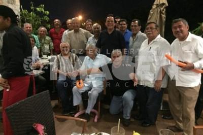 REUNIÓN DE EXALUMNOS : Son la primera generación de la secundaria vespertina 'José Azueta'