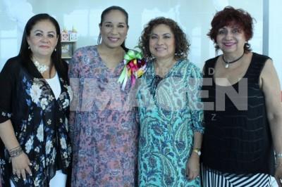 FIESTA DE CANASTILLA: Elvira Jímenez Guillén espera la cigüeña