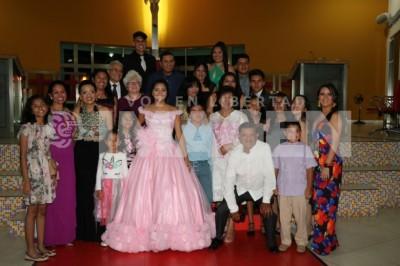 DEJA LA INFANCIA :Priscila Guzmán Echenique cumple XV años de edad