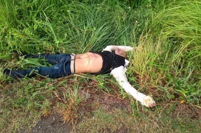 En la carretera Paso del Toro-Alvarado  fue hallado sin vida entre la maleza un motociclista, al parecer derrapó