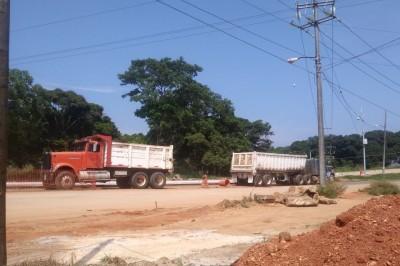 Transportistas paran labores en Oluta por falta de pago