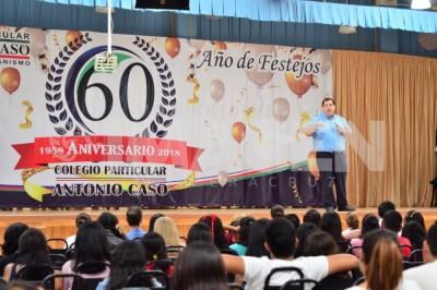 DÍA DE FIESTA : Celebran directivos y alumnos séptimo aniversario de la Universidad Antonio Caso