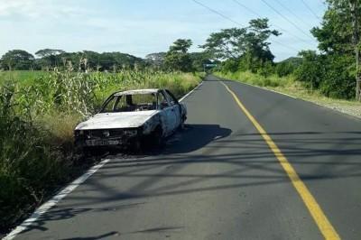 Localizan vehículo calcinado en carretera de Temascal, Oaxaca