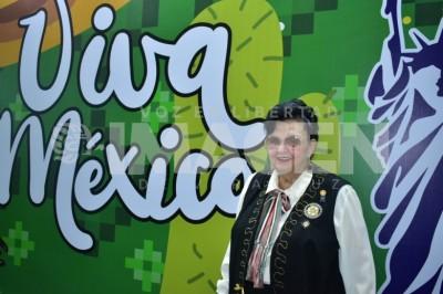 TARDE MEXICANA: Damas altruistas disfrutan partidas de lotería