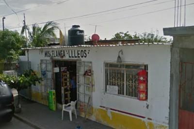 Asaltan tienda de abarrotes 2 hombres con pistolas en la colonia Dos Caminos