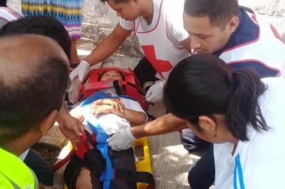 Menor de edad sale lesionado en accidente de moto en Tierra Blanca