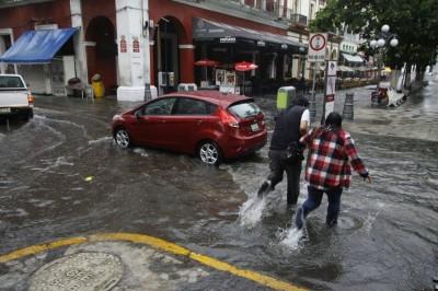 Serán tres semanas de muchas lluvias en Veracruz: Isidro Cano