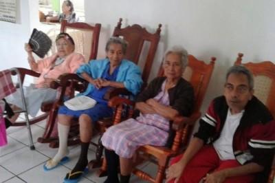 Abuelitos del COGRA en total abandono; gobierno ya no los apoya