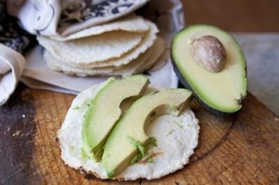 Aguacate y tortillas, entre los alimentos que más desperdician los mexicanos