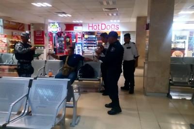 Movilización de policías tras reporte de persona armada en ADO