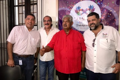 Se registra Víctor René González Azamar
