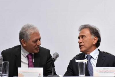 Yunes Linares le enseñaría a Hipólito 'cómo llevar' la administración pública