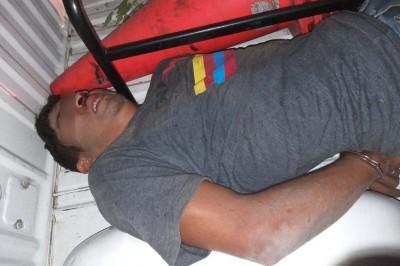 Gente de El Predio detiene y golpea a tres presuntos asaltantes que intentaron robar una gasolinera