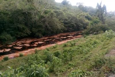 Hidrocarburo contamina arroyos de Tihuatlán