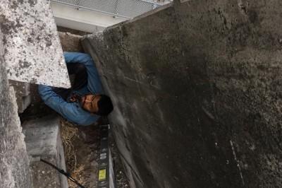 Rescatan a migrante Hondureño que quedo atrapado en distribuidor vial