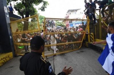 Tres mil migrantes irrumpen frontera de México y Guatemala