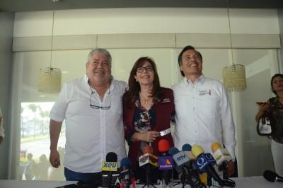 La dirigente nacional de Morena , Yeidckol Polevnky  reprueba actuación del fiscal general del estado acusándolo  de corrupto