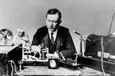 El 5 de noviembre: se inaugura la primera línea telegráfica en México