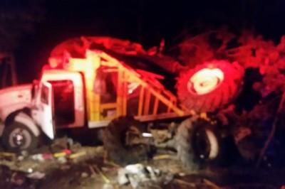 Cae camión al barranco dejando seis muertos y tres lesionados en  Tepixtepec