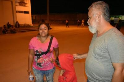 Integrante de caravana migrante busca al padre de su hijo en Sayula de Alemán