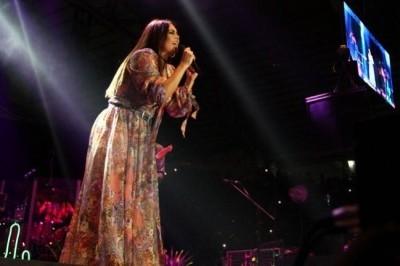 Colapsan gradas previo a concierto de Yuridia