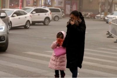 Terrorífica tormenta de arena cubre una ciudad en segundos en China