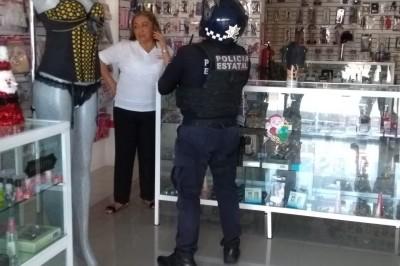 Asaltan sex shop dos sujetos armados con cuchillos, logrando huir