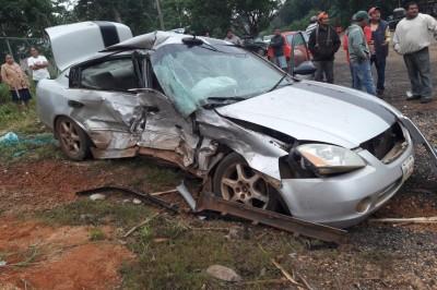Fuerte choque automovilístico deja 3 lesionados en Acayucan (+FOTOS)