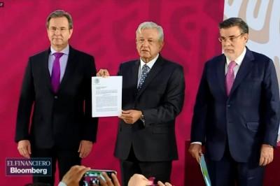 'Compromiso cumplido, maestros': AMLO firma iniciativa para derogar reforma educativa