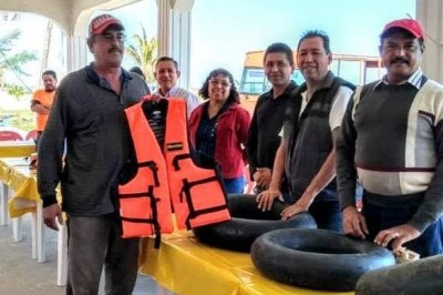 Entregan salvamentos a guardavidas de playas tuxpeñas