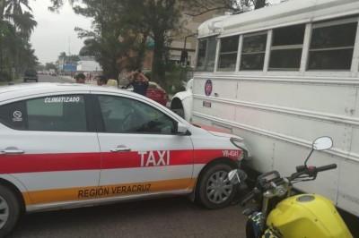 Accidente automovilístico en calles del fraccionamiento Moderno.