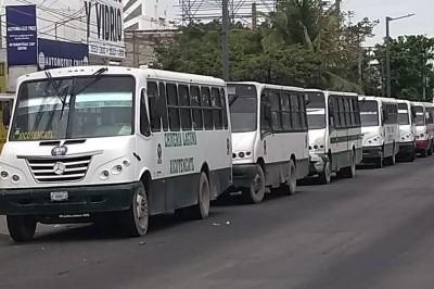 Continúa el paro de transportes urbanos, se espera se reanude servicio.