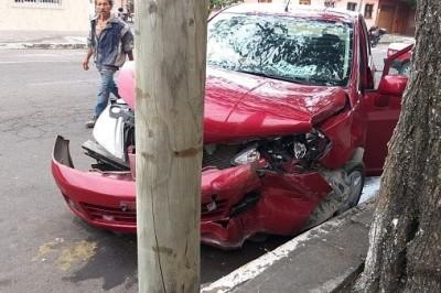 Accidente automovilístico deja como saldo dos lesionados