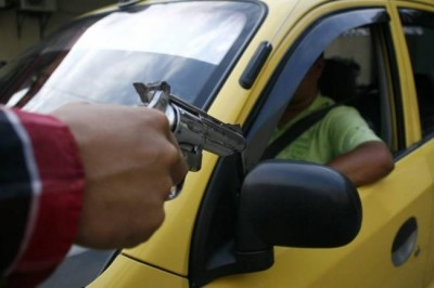 Taxistas en Veracruz refuerzan seguridad ante ola de asaltos
