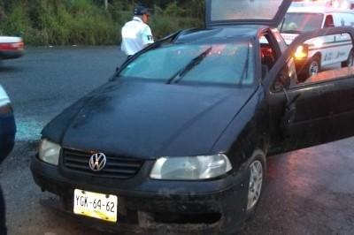 Abandonado y chocado hallan vehículo particular en Cosoleacaque