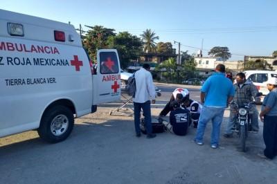 Motociclista herido; se estrelló contra camioneta en Tierra Blanca