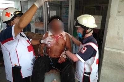 Hombre no pudo ser atendido en hospital de Coatza por falta de médicos y camillas