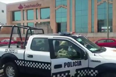 Asaltan a hombre fuera del banco y dejan abandonada moto (+FOTOS)
