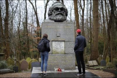 Vandalizan la tumba de Karl Marx