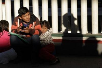 Por nueva caravana migrante, EU envía 250 tropas a frontera con México