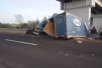 Fatal accidente en la autopista Cosamaloapan a la Tinaja