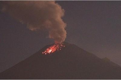 Prevén caída de ceniza en Edomex tras fuerte exhalación del Popocatépetl