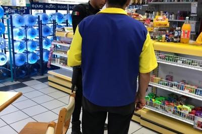 Sujetos armados asaltan tienda comercial