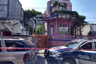 Colapsa domicilio abandonado en calles de Veracruz