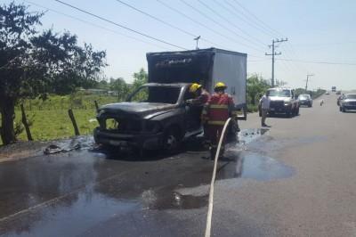 Se quema camioneta en Paso del Toro