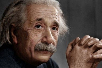 Albert Einstein publica la teoría general de la relatividad