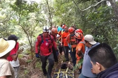 Rescatan cadáver en barranco en Chiconquiaco