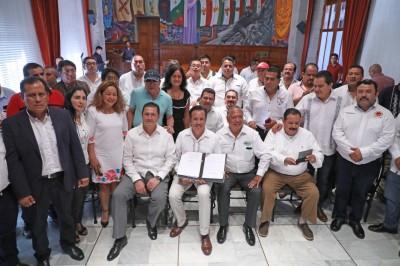 Cancela gobernador Cuitláhuac García cobro de reordenamiento vehicular y tarjetones; beneficiará a transportistas y usuarios